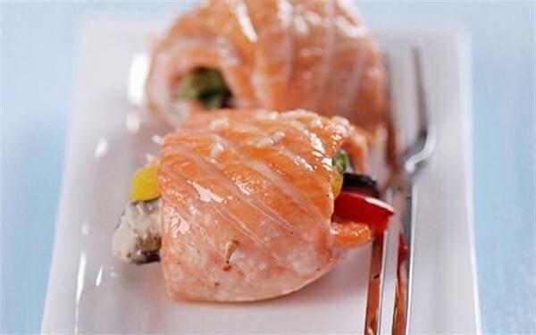Món ngon cá hồi cuộn rau nướng cho bà bầu