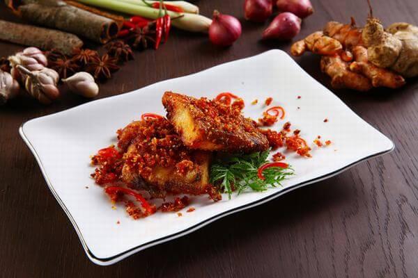 Cách làm cá lóc đồng chiên sả ớt thơm ngon, hấp dẫn