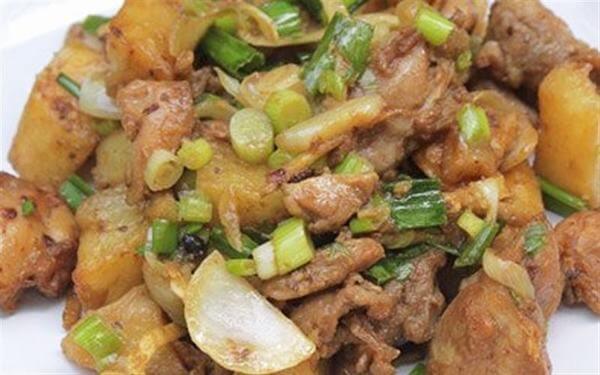 Cách làm món thịt gà xào khoai tây chiên
