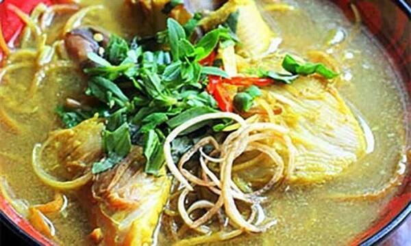 Cách nấu canh chua cá đuối với bắp chuối