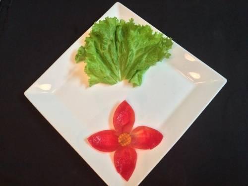 Mẫu trang trí, trình bày món ăn đẹp với dưa leo, cà rốt đơn giản