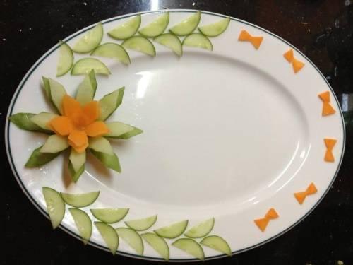 Cách trang trí món ăn bằng dưa leo, cà chua đẹp mắt