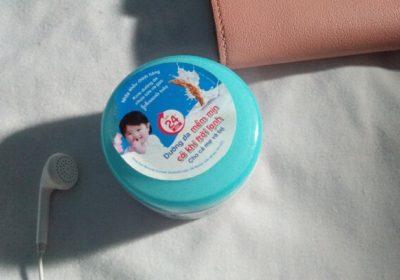 Review kem dưỡng ẩm Johnson Baby nắp xanh, nắp hồng có tốt không, có phù hợp cho da dầu, da nhờn không?