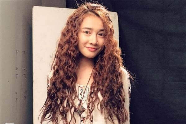 Tóc xoăn tự nhiên nên để kiểu tóc nào, 8 kiểu tóc nữ phù hợp với tóc xoăn tự nhiên