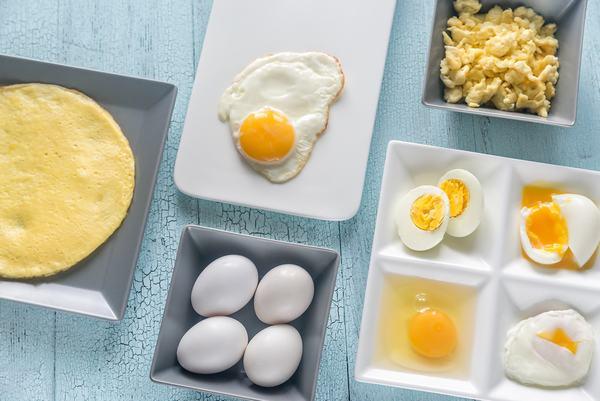 Bạn hãy chọn những quả trứng có lớp vỏ bên ngoài sạch sẽ