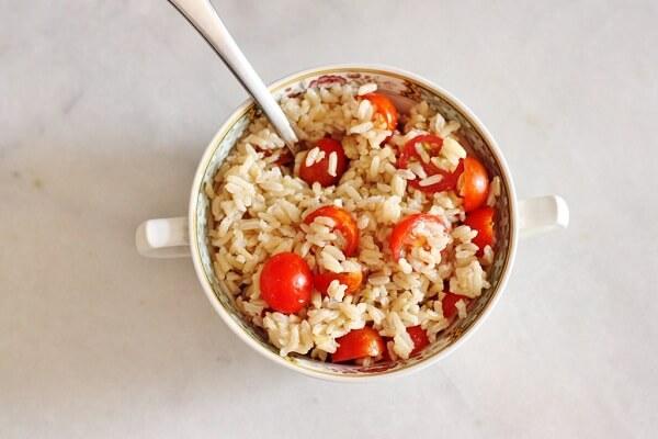 Thực đơn ngày thứ 5: Cơm gạo lứt và cà chua