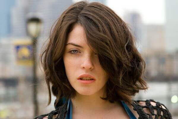 Mái tóc xoăn tự nhiên nên để kiểu tóc nào thì tóc bob dài chính là đáp án tuyệt vời