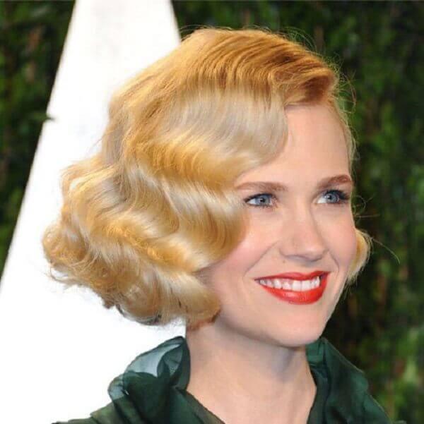 Kiểu tóc xoăn cổ điển nổi tiếng như ca sĩ xinh đẹp và tài năng Taylor Swift