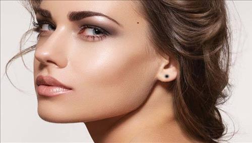 Phụ nữ có nốt ruồi ở vành tai