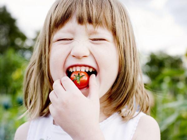 ác dụng của cà chua bi không thể không nhắc tới là tốt cho sự phát triển xương khớp của trẻ