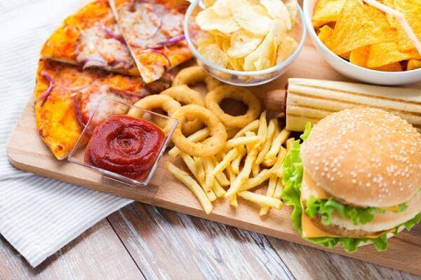 Món ăn giàu chất béo hay nhiều dầu mỡ dễ gây chướng bụng