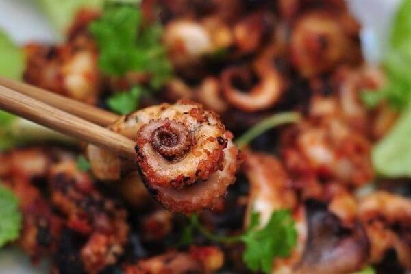 Cách chế biến món bạch tuộc nướng sa tế, mật ong