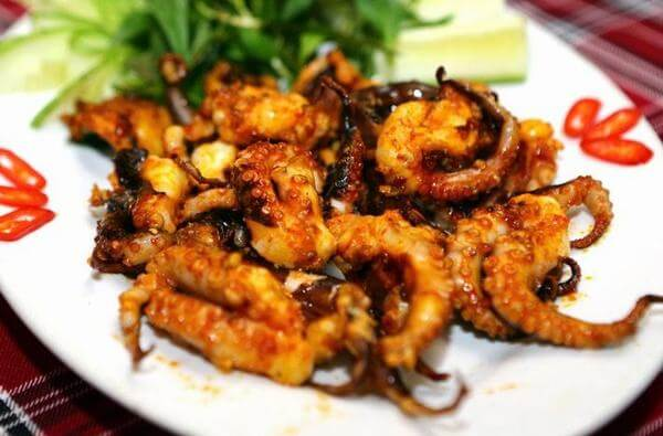 Cách làm bạch tuộc nướng muối ớt rau răm