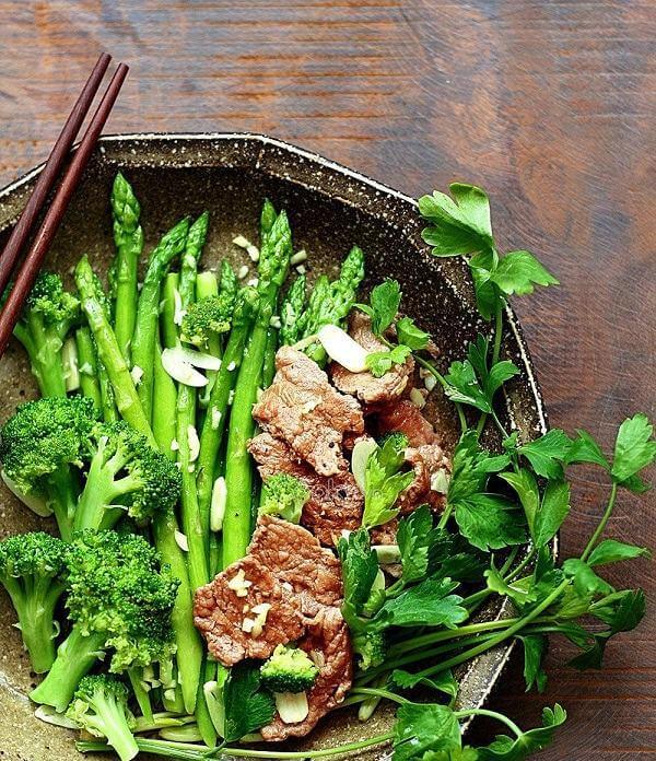 Cách xào thịt bắp bò với măng tây