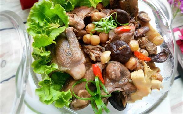Cách nấu chim bồ câu hầm nấm hương