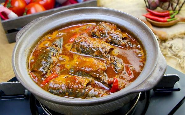 Cách kho cá nục với cà chua thơm ngon, đậm đà