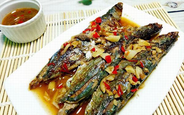 Cá nục kho tỏi ớt đơn giản, ngon miệng