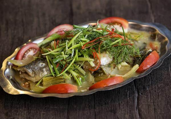 Cách nấu món cá rô phi với dưa chua, cà chua