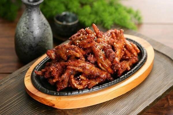 Cách làm món ngon chân gà sốt cay Hàn Quốc