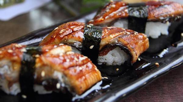 Tuyệt đối không được mua lươn đã chết hoặc ươn về chế biến.
