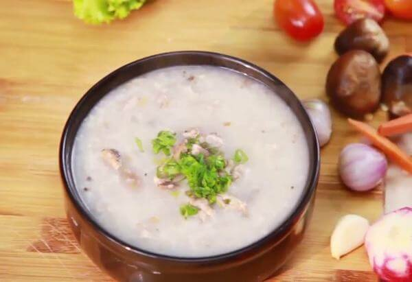 Cách nấu cháo lươn với khoai môn bổ dưỡng cho bé