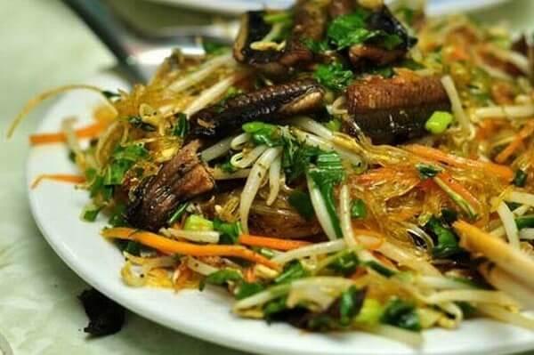 Cách làm lươn đồng xào nghệ cho trẻ tập ăn cơm
