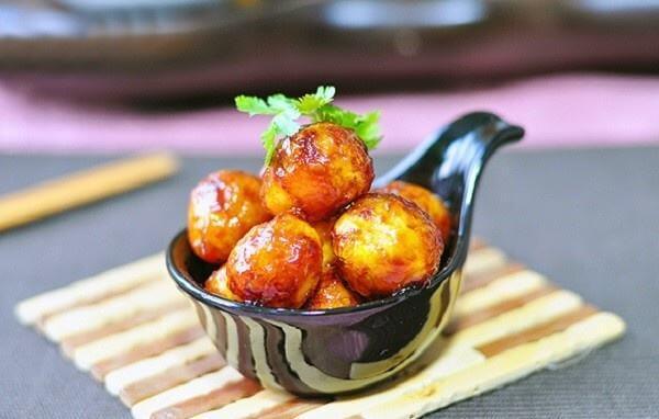 Cách làm trứng cút sốt cà chua đẹp mắt hấp dẫn bữa ăn
