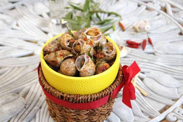 Ốc hương xào tỏi và lá chanh