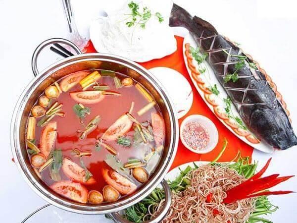 Cách nấu lẩu cá lăng chiên giòn và măng chua