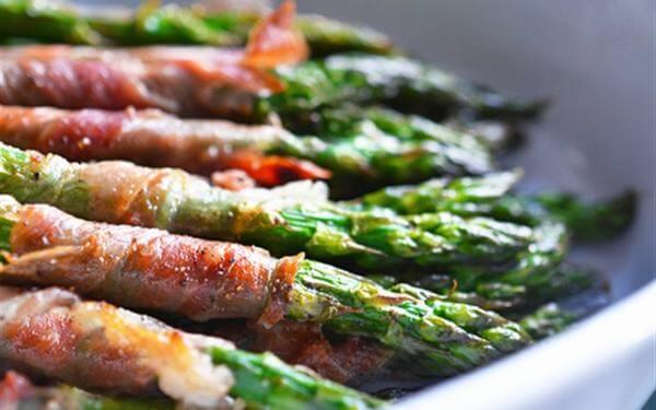 Cách chế biến măng tây cuộn thịt xông khói