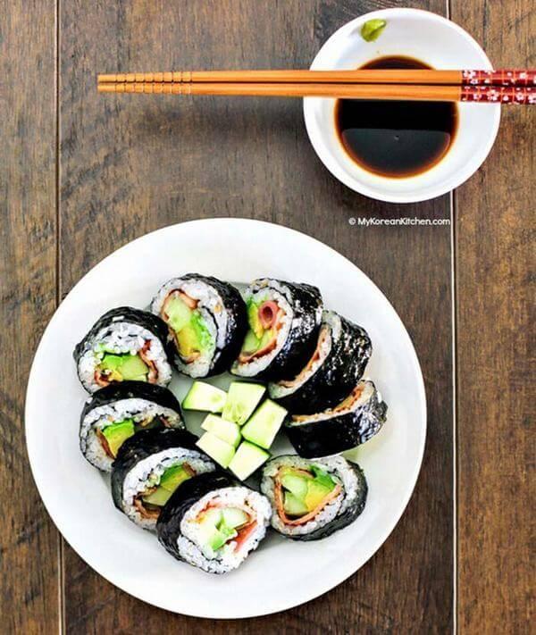 Cách làm món Sushi cuộn bơ cho trẻ