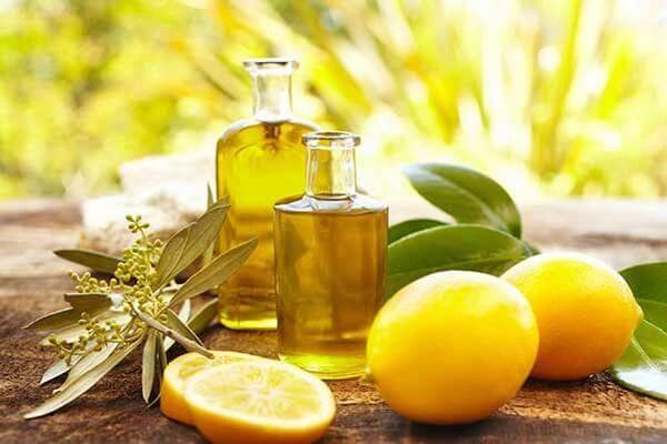 Cách 1: Dưỡng da bằng dầu dừa và nước cốt chanh