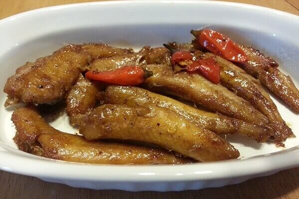 Bạn nên dùng ngay lúc nóng với cơm trắng, canh riêu hay canh chua