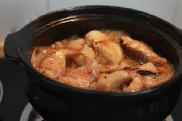 Bạn kho với nước cốt dừa sẽ tạo hương thơm bùi ngậy