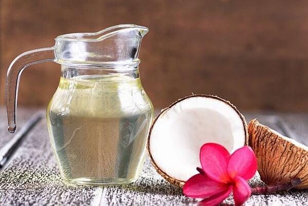 Dầu dừa thu được hơi sền sệt như dầu ăn, mùi rất thơm