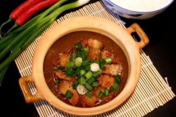 Thịt heo kho tộ là món ăn được yêu thích và dễ chế biến nhất