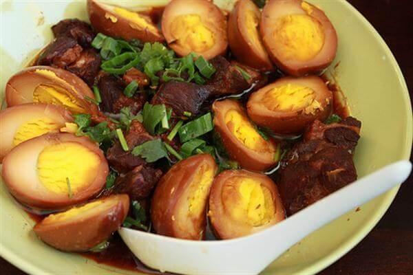Cách làm thịt kho tàu trứng vịt không cần nước dừa đơn giản ngày Tết