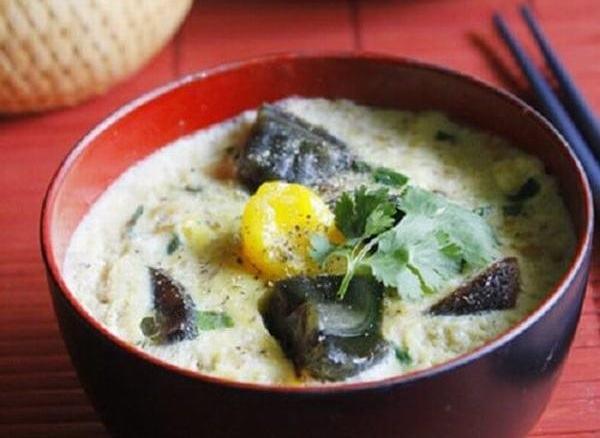Thịt hấp trứng vịt muối và trứng bách thảo