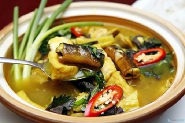 Lươn cuốn thịt om chuối đậu