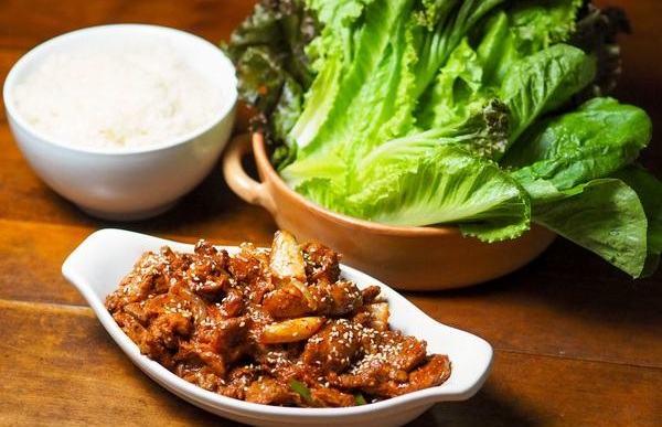 Món nướng thịt ba chỉ salad kiểu Hàn Quốc