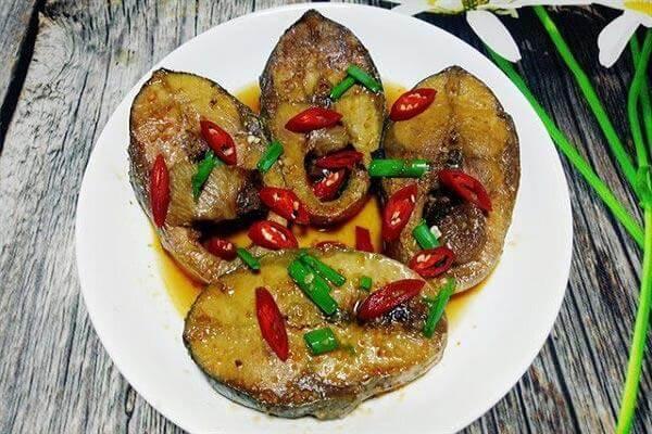 Cách làm cá ngừ đại dương kho cà chua