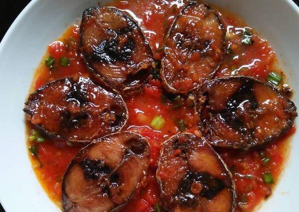 Cách làm cá ngừ sốt cà chua đậm đà