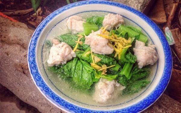 Cách nấu canh chả cá với cải bẹ xanh