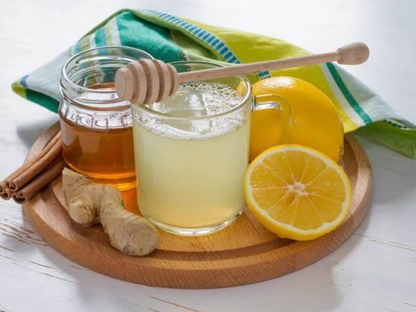 Nước ép cà rốt và mật ong dễ kết hợp thêm nhiều loại trái cây khác để tạo ra nước ép giàu hương vị.