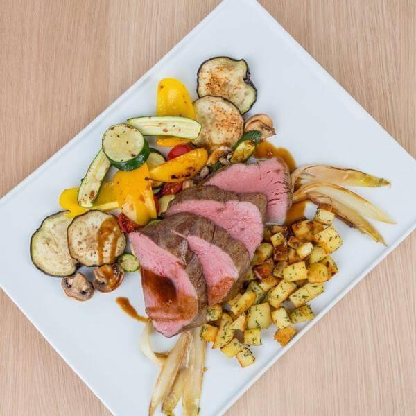Thịt nạc bò: Calo: 217, 100g thịt bò có 36g protein