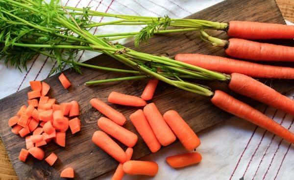 Cà rốt: 835µg vitamin A trong 100gr cà rốt