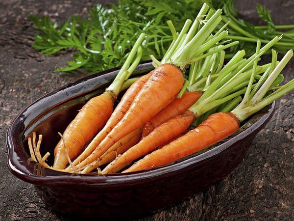 Cà rốt chứa nhiều vitamin A 100gr cà rốt chứa 8285µg