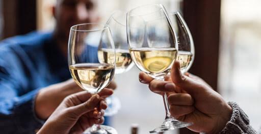 Rượu hay các chất kích thích đều có tác động trực tiếp tới cả khả năng cương dương
