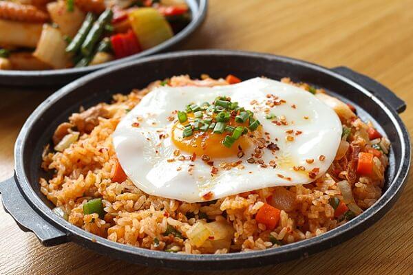 2 cách làm cơm rang kim chi trứng, cơm chiên kim chi thịt bò Hàn Quốc chuẩn vị ẩm thực xứ sở Kimchi