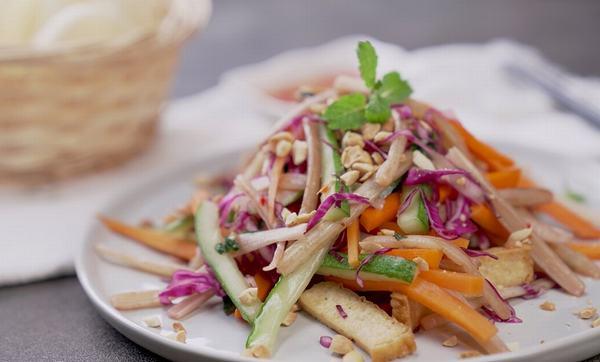 Cách làm gỏi ngó sen chay cà rốt thanh tịnh